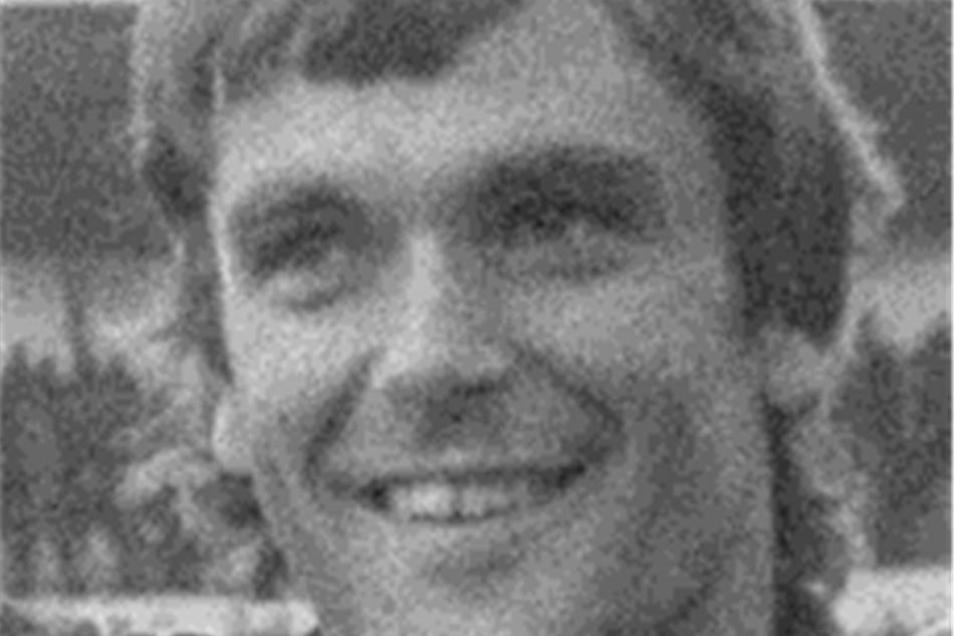 Bernd Jakubowski Dynamo von 1976 bis 1986 Mit ihm hätte es das Drama von Uerdingen wohl nie gegeben. Als der Torwart zur Pause verletzt raus musste, lag Dynamo klar vorn. Er starb im Juli 2007.