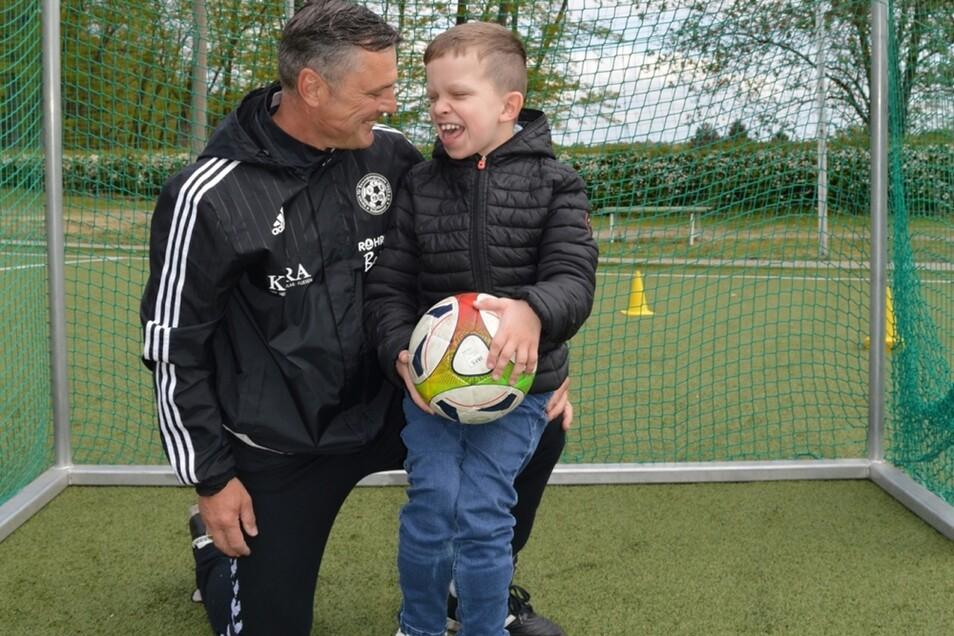 Perry Franke und der kleine Moritz freuen sich sehr über die neue Sportgruppe für besondere Kinder.