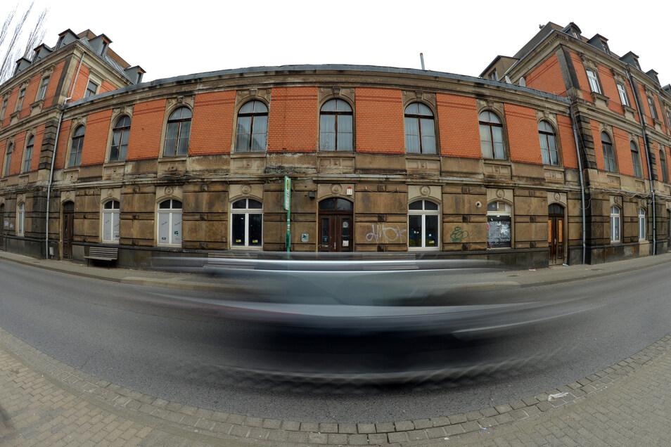 Ginge es nach dem Willen der Stadt, würden im Bahnhof Geschäfte und die Bibliothek einziehen. Doch ohne das Mitwirken des Eigentümers geht es nicht.