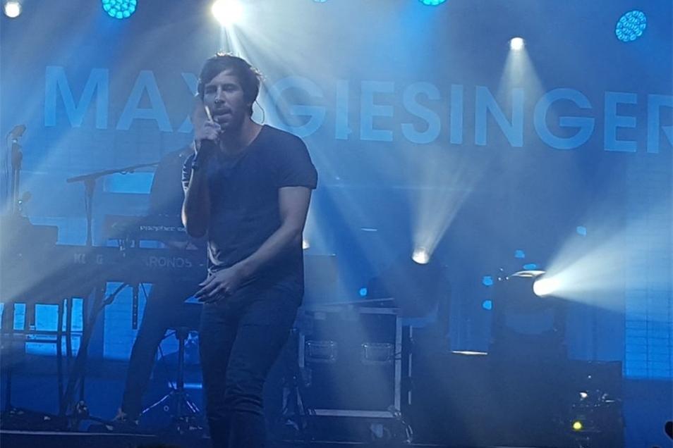 90 Minuten lang nutzte der Sänger jeden Zentimeter der Bühne aus.