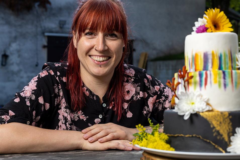 """Die Konditorin Daniela Oehme aus Schmiedeberg hat sich als """"Dani Kuchenherz"""" selbständig gemacht und bietet besondere Torten auf Bestellung."""