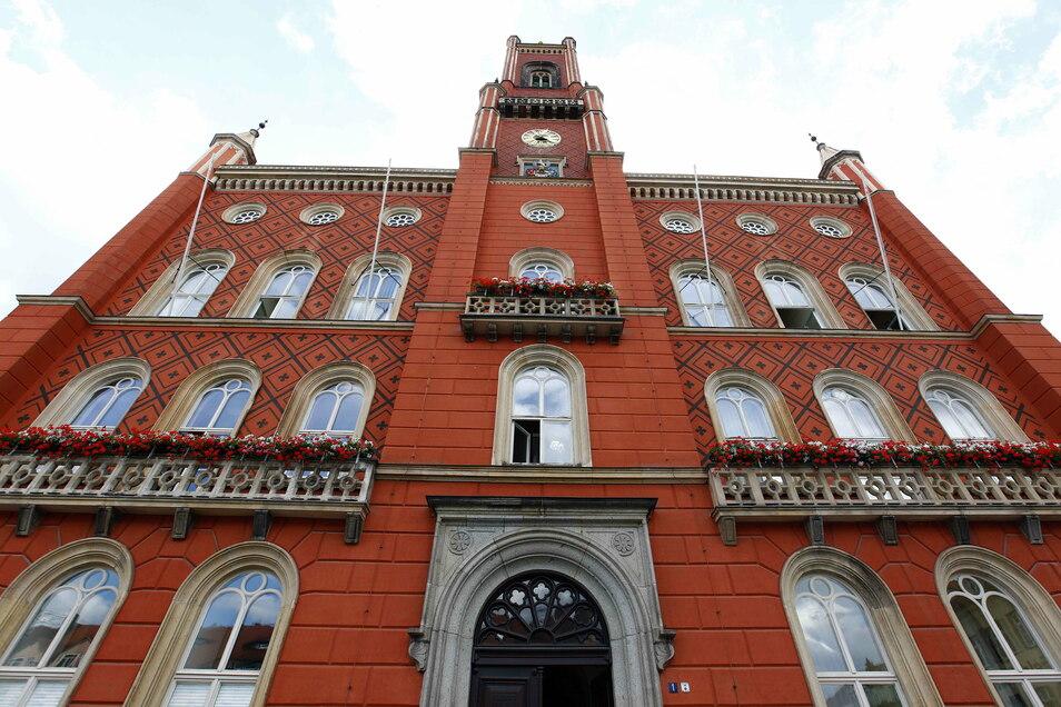 Der Kamenzer Stadtrat trifft sich in der kommenden Woche gleich zweimal. Wegen Corona aber nicht im Rathaus, sondern im Stadtheater.