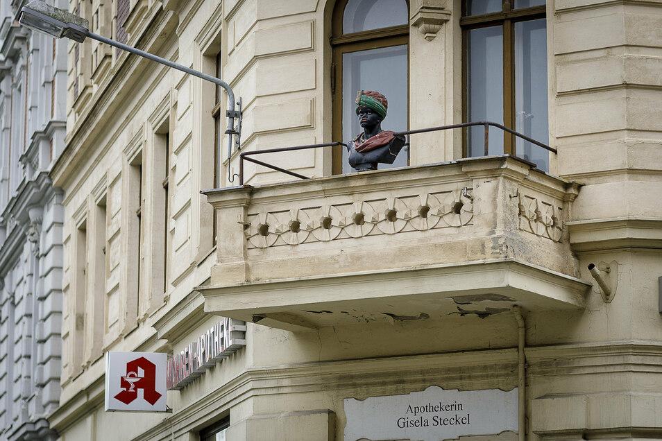 Der Kopf über dem Eingang der Görlitzer Mohren-Apotheke erinnert an die Heilkunst aus dem Orient.