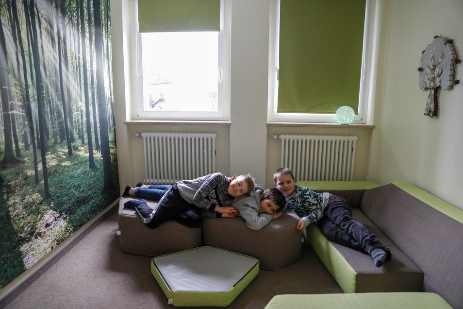 Blick in das Wald-Entspannungszimmer. Dort haben es sich die Jungs schon mal bequem gemacht.