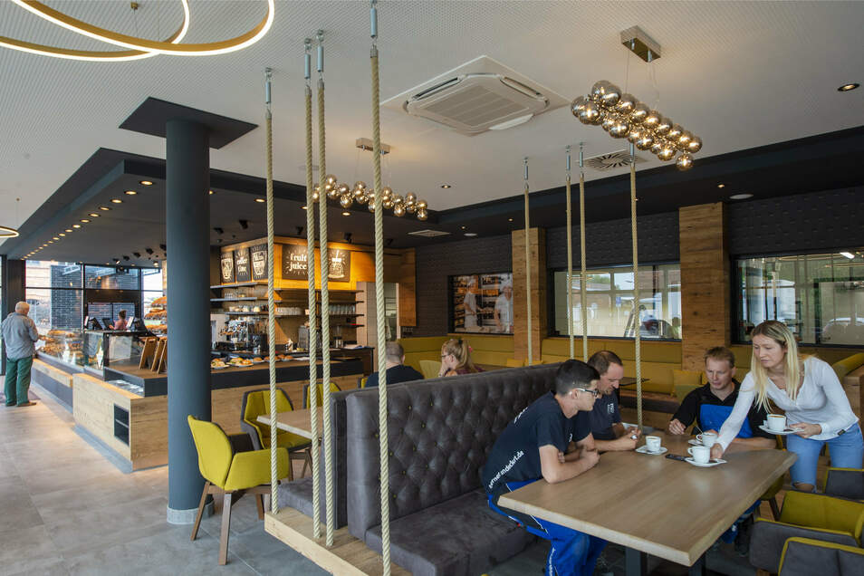 Die Bäckerei-Filiale mit Café ist seit Montag geöffnet. Es gibt auch einen separaten Raum für private Feiern oder Firmenevents.