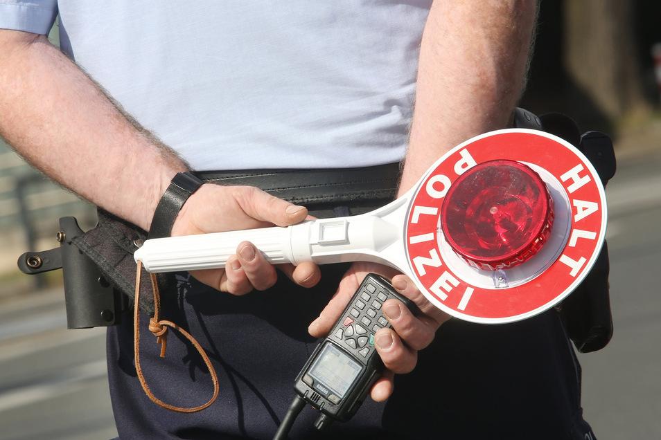 Polizeibeamte haben einen betrunkenen Autofahrer am Harthaer Kreuz aus dem Verkehr gezogen.