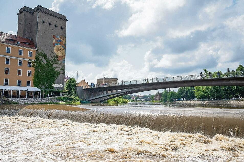 Am letzten Juliwochenende waren Straßen in Weißwasser vom Starkregen überflutet. Foto: SZ-Archiv