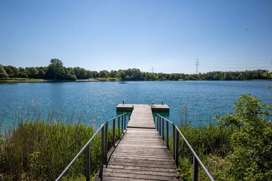 Wenn es die Corona-Regeln und das Wetter erlauben, können die Deutschen vielerorts unbeschwert in Badeseen schwimmen.