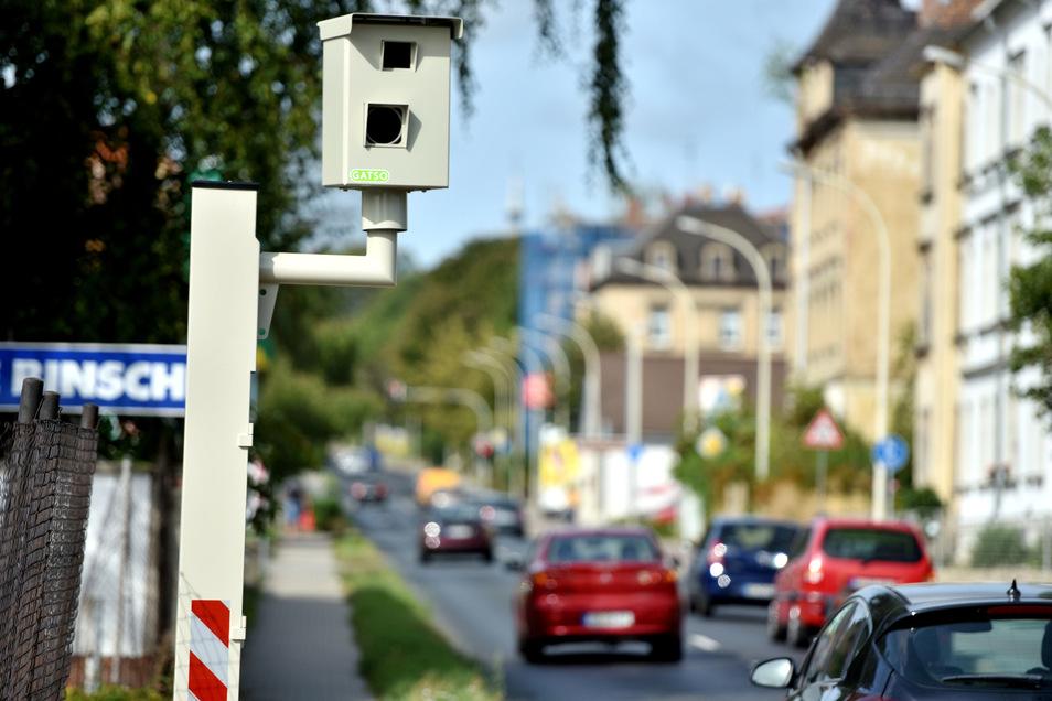 Einer der beiden neuen Blitzer auf der  Dresdner Straße in Zittau, auf Höhe der Umzugsfirma Binsch.