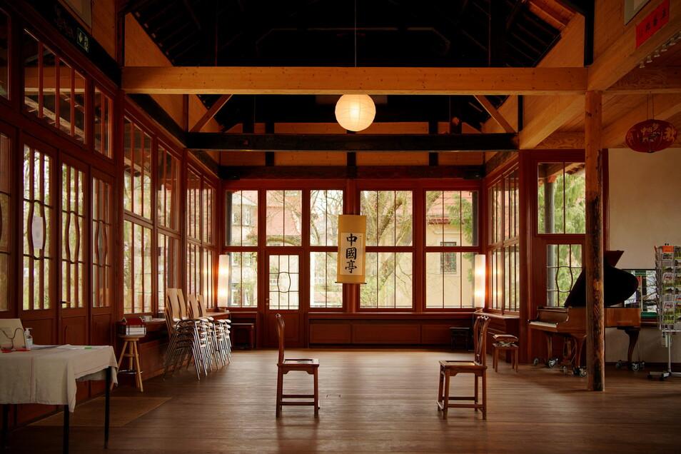 Das Innere des Obergeschosses, hier finden Veranstaltungen statt, wenn es wieder möglich ist.