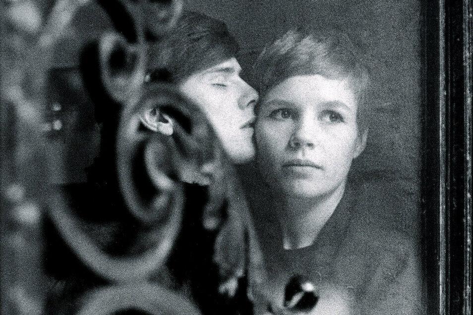 Stuart Sutcliffe 1961 mit seiner Verlobten, der Fotografin Astrid Kirchherr, in Hamburg.