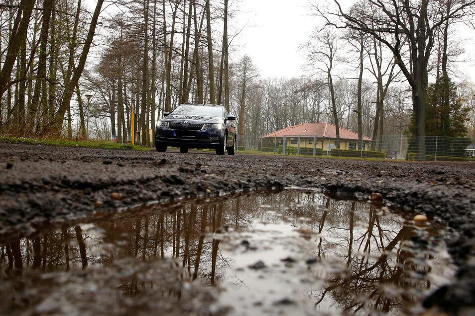Der Zustand der Straße An der Walke in Pulsnitz ist miserabel. Jetzt soll sich daran etwas ändern.