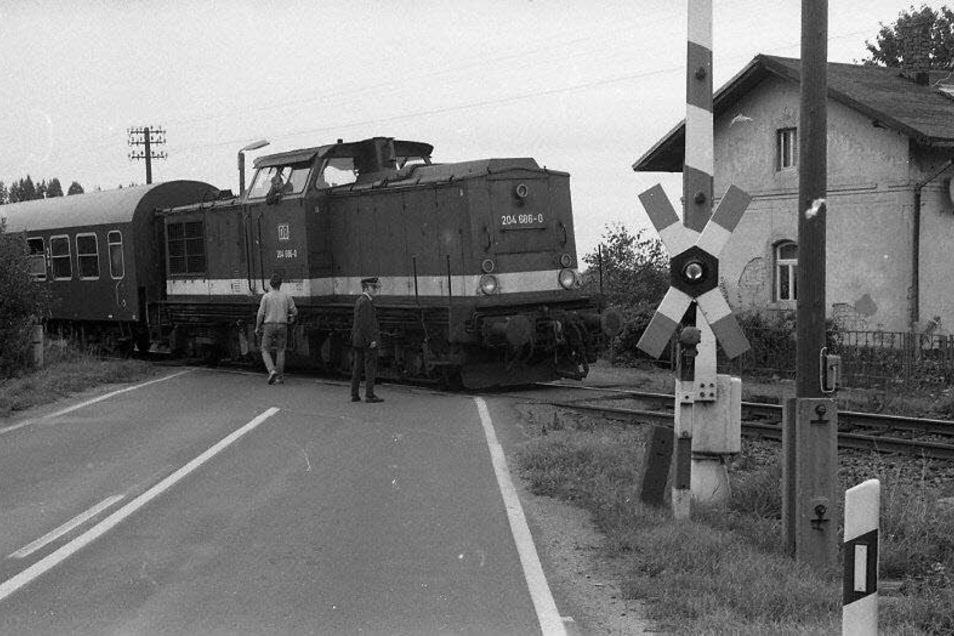 Bahnübergang in Gelenau. Das Foto stammt aus den 1990er-Jahren.
