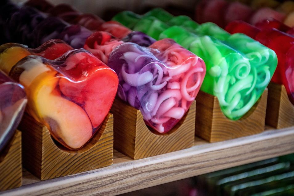 Die Seifenmanufaktur aus Marbach gehört zu den Geschäften, die auf der Online-Plattform und im Kiebitzmarkt in Etzdorf präsent sind. Dort kann alles, was bestellbar ist, auch sofort gekauft werden - und ein wenig mehr. Fleischwaren gehen zum Beispiel nicht in den Versand.