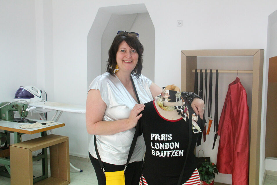 Corinna Seiler hat ihr Modeatelier e.elle an der Bautzener Heringstraße erweitert - und bietet dort jetzt auch Produkte anderer Designer an.