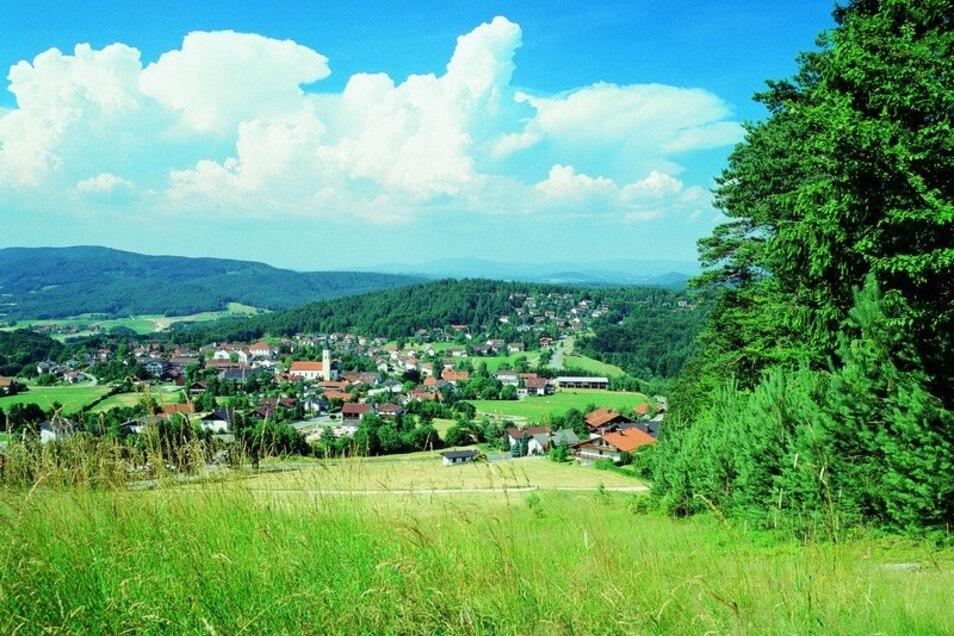 Das Hotel liegt zudem in einer malerischen Umgebung. Die Gemeinde Thurmansbang in Niederbayern ist ein staatlich anerkannter Luftkurort mit gut ausgebauten Wanderwegen.