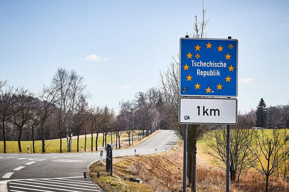 Einige Grenzübergänge ins Nachbarland sind für Pendler offen.