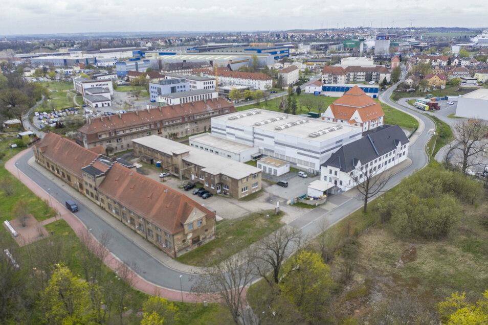 Das Luftbild zeigt das Rittergut (vorn und hinten links). Für das schon länger leerstehende Objekt in Riesa-Gröba gibt es jede Menge Ideen.