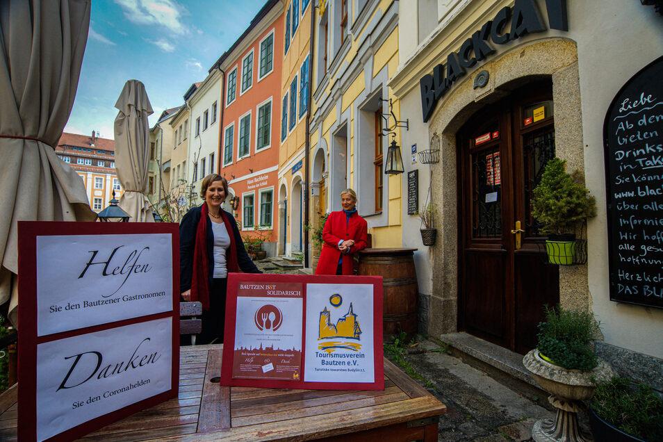 Die Stadträtinnen Monika Vetter (l.) und Katja Gerhardi wollen Spenden für Bautzens Gastronomie sammeln - und davon Gutscheine kaufen. Die sollen dann verschenkt werden.