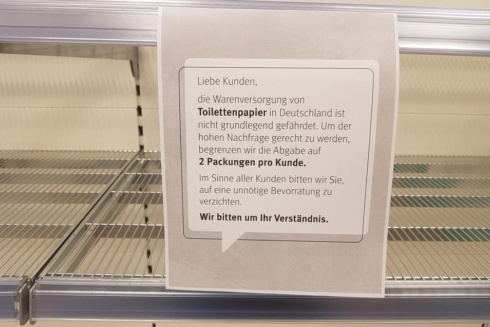Begrenzung mit begrenztem Erfolg: Auch im Rossmann gibt es kein Toilettenpapier.