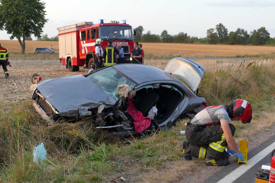 Am Abend des 1. August 2019 befreiten die Feuerwehrleute aus Leisnig einen Verunglückten aus dem Fahrzeug. Mit der alten Hydraulikschere hatten die Helfer da einige Schwierigkeiten.