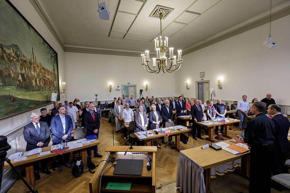 Zur Vereidigung 2019 waren alle da. Dann aber fehlten manche Stadträte der AfD-Fraktion häufiger. Ihre Plätze will die AfD neu besetzen.