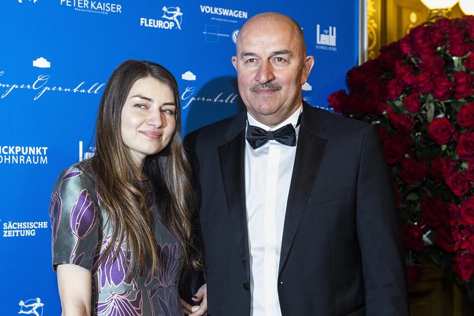 Als Trainer der russischen Fußball-Nationalmannschaft wird Stanislaw Tschertschessow im Januar 2019 beim SemperOpernball ausgezeichnet. Tochter Madina begleitet ihn, sie war ach zu seiner Dynamo-Zeit mit in Dresden.