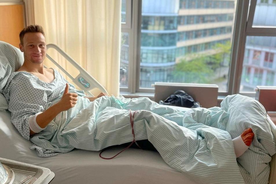 Am Mittwoch wurde Tim Knipping in der Media-Park-Klinik in Köln erfolgreich operiert. Dieses Bild postete er danach auf seinem Instagram-Profil.