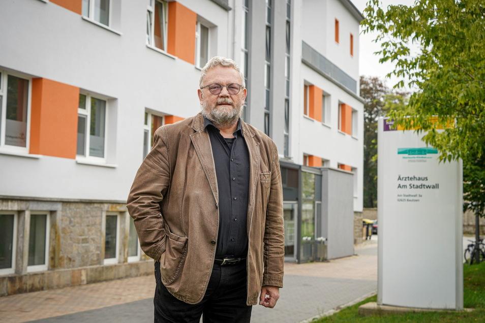 Eine Idee gegen den Ärztemangel im ländlichen Raum sind Medizinische Versorgungszentren wie das am Bautzener Krankenhaus. Klinikchef Reiner Rogowski ist überzeugt von dem Modell. Ansonsten sähe die Lage noch schlechter aus, sagt er.