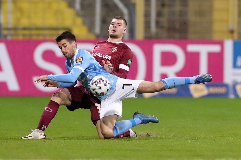 Kevin Ehlers gegen Münchens Stefan Lex - das ist eines der Duelle in Halbzeit eins.