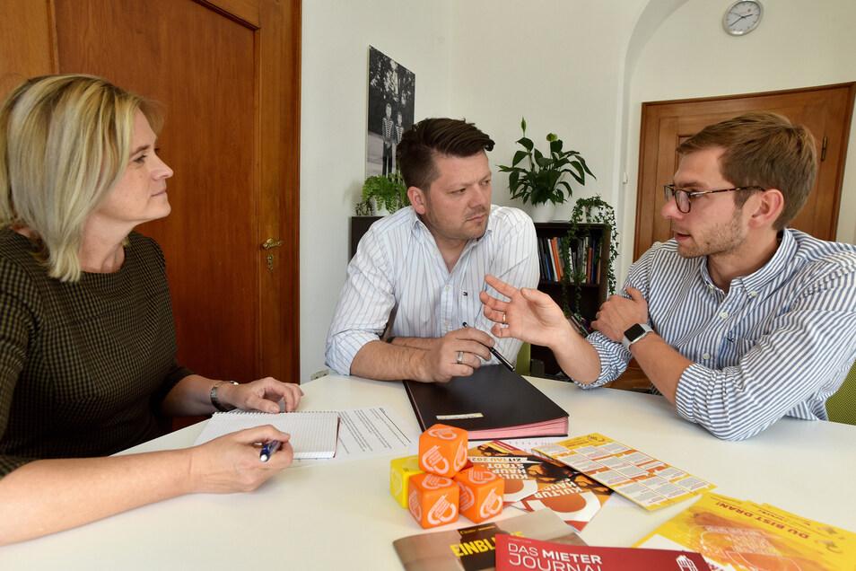 """Zittaus OB Thomas Zenker (Mitte) im SZ-Podcast """"Die Drittelstunde"""" mit den Redakteuren Jana Ulbrich und Fabian Deicke."""