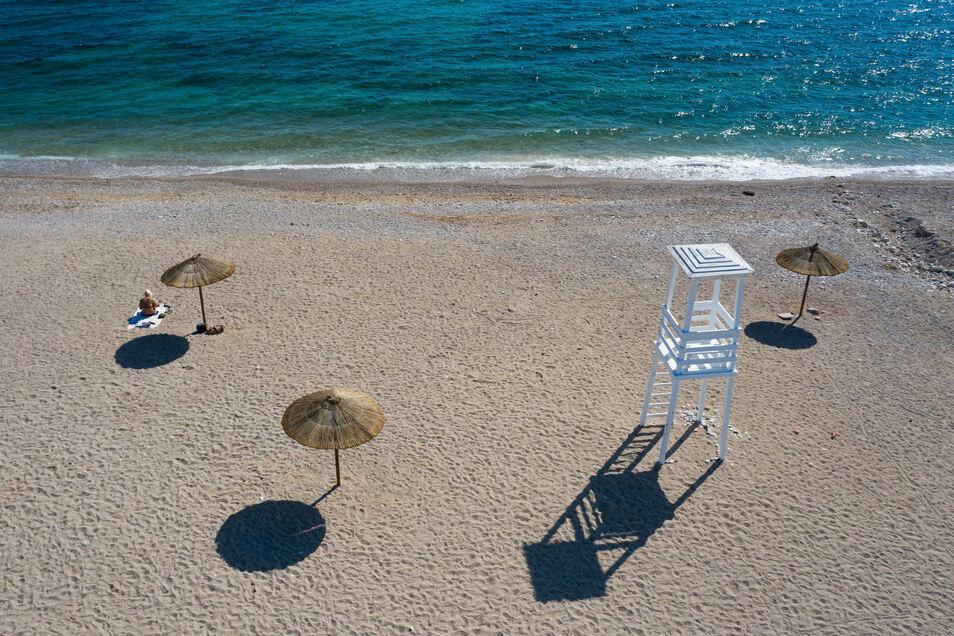Allein am Strand in Griechenland: An eigentlich beliebten Reisezielen in Europa wird dieses Jahr aufgrund der Corona-Pandemie deutlich weniger los sein.