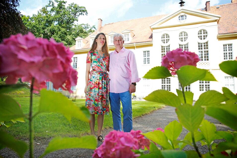 Spaziergänger sind im Garten am Barockschloss Oberlichtenau zu Pfingsten willkommen. Und für Ende Mai planen Schlossherr Andreas von Hünefeld und seine Frau Daniela eine erste Veranstaltung.