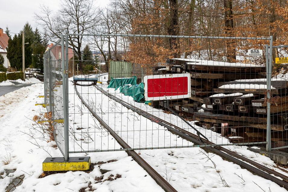 Die Baustelle an der Leisnitz ist bereits eingerichtet. Sobald die Witterungsbedingungen passen, wird losgelegt. Ende April soll alles fertig sein.
