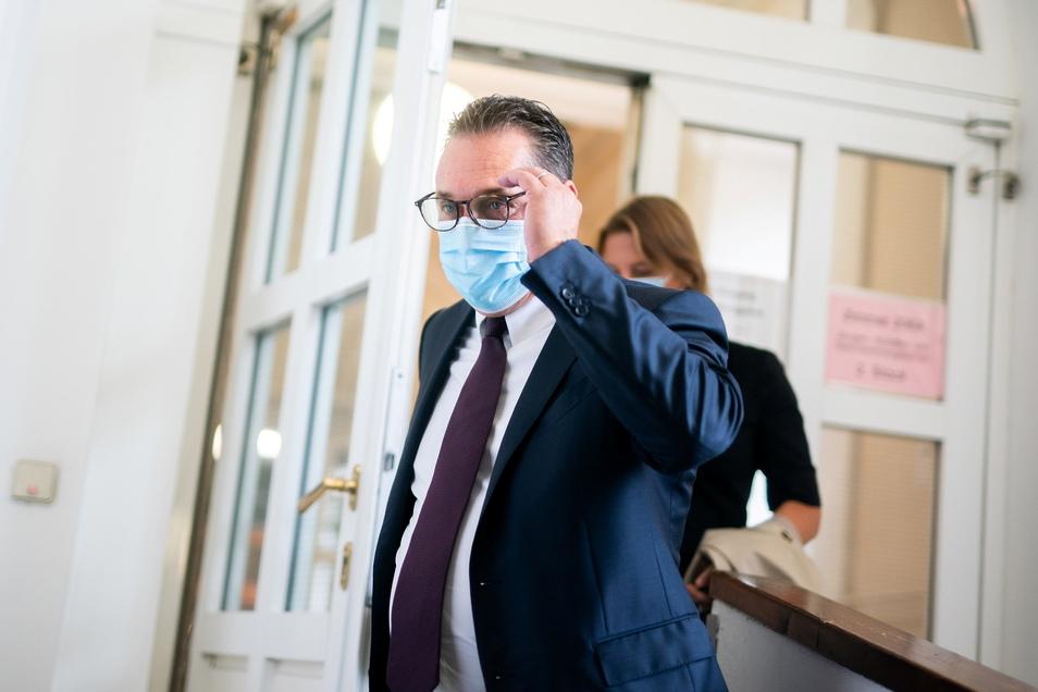 Heinz-Christian Strache, ehemaliger Vizekanzler von Österreich, kommt vor Prozessbeginn ins Landesgericht Wien.