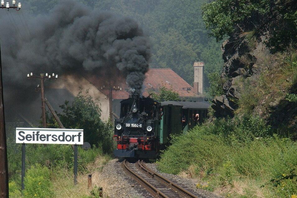 Dieses beliebte Fotomotiv gibt es am Sonntag nicht. Die Züge der Weißeritztalbahn bleiben im Depot.