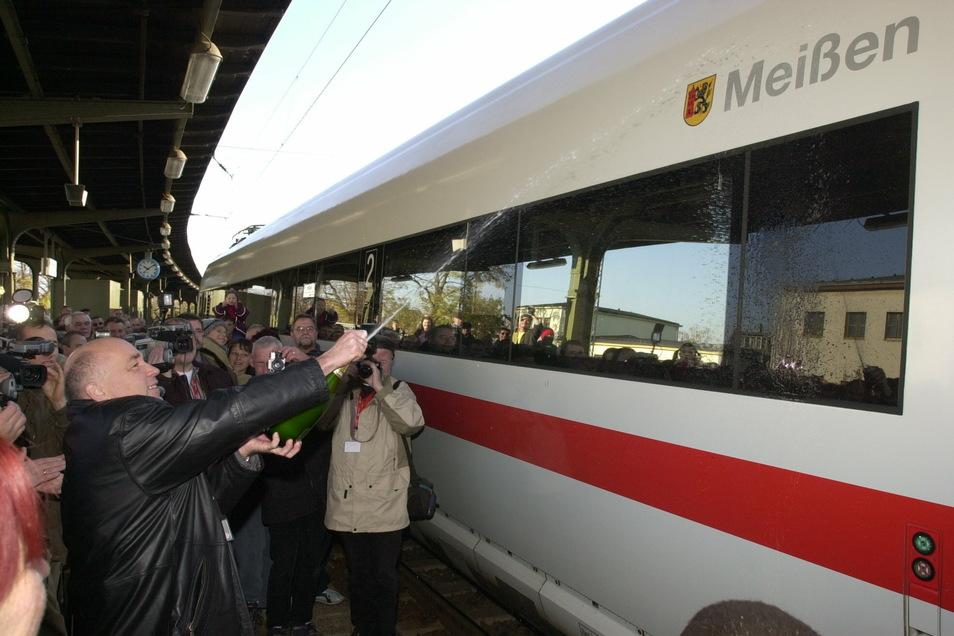 """Einer der nicht so häufigen erfreulichen Termine: ICE - Zugtaufe durch Meißens Oberbürgermeister Dr. Thomas Pohlack auf den Namen """"Meißen"""", 2003 im Bahnhof Meißen."""