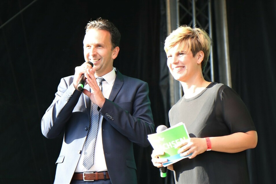 Riesas OB Marco Müller (CDU) und MDR-Moderatorin Elena Peltzer.