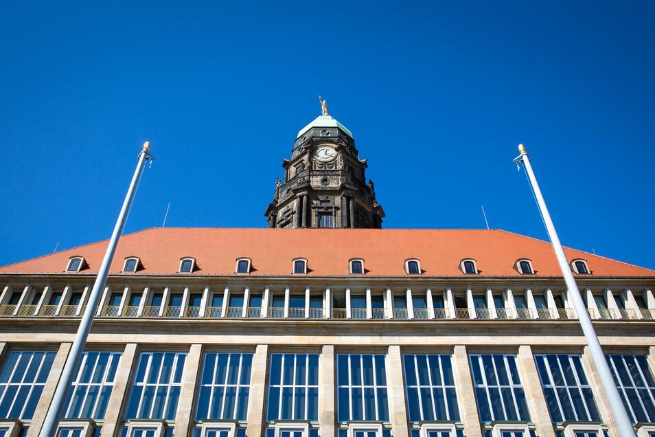 Ein Teil des Neuen Rathauses ist mittlerweile saniert. Der größere Teil lässt aber noch lange auf sich warten.