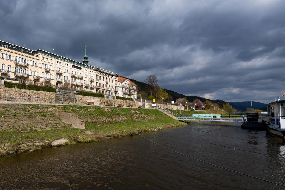 Elbufer in Bad Schandau: Eine Streckenvariante sieht die Straßenbahn direkt auf dem Elbkai entlang fahren.
