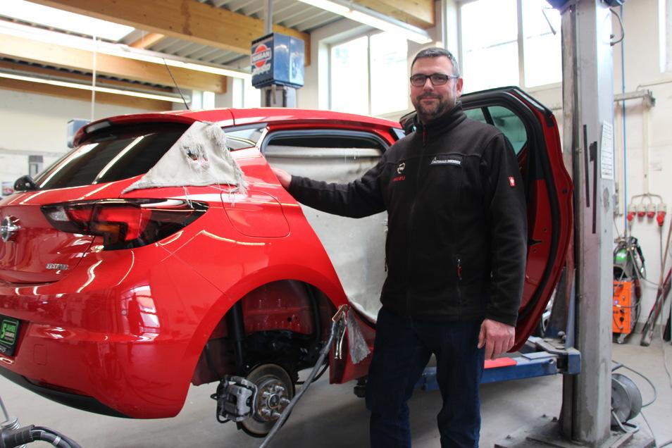 In jeder Lage für Ihre Kunden da: Die Experten vom Autohaus Dresden rund um Andreas Thon, Serviceverantwortlicher aus Klotzsche.
