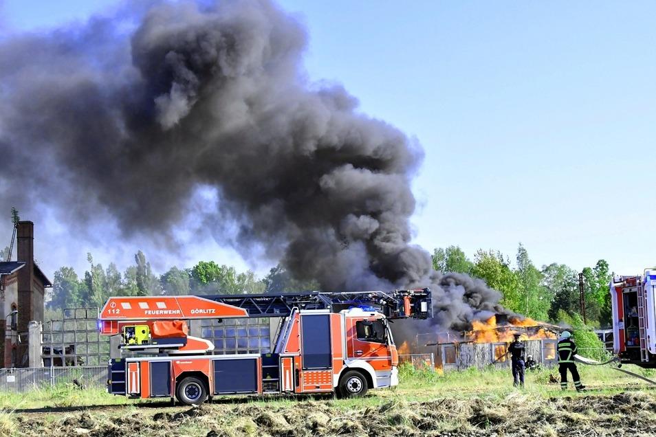 Am Sonnabend brannte eine alte Holzbaracke in der Stadtgrabensiedlung im Görlitzer Stadtteil Rauschwalde.