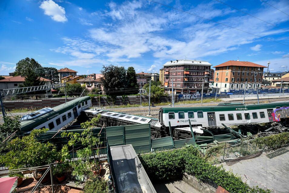 Der Zug entgleiste am Bahnhof Carnate nördlich von Mailand.