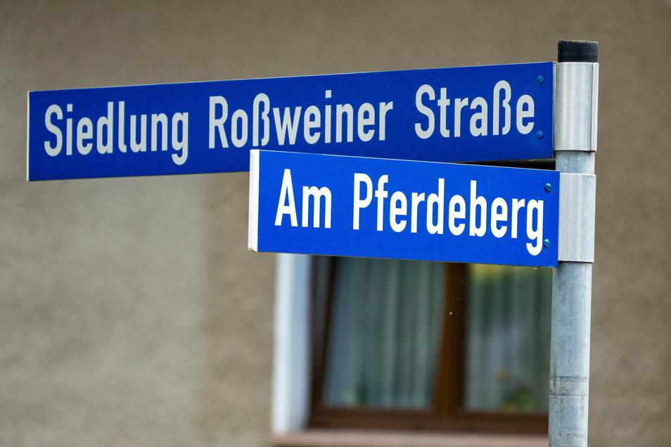 Neue Oberflächenschicht für die Straße Am Pferdeberg in Ebersbach.