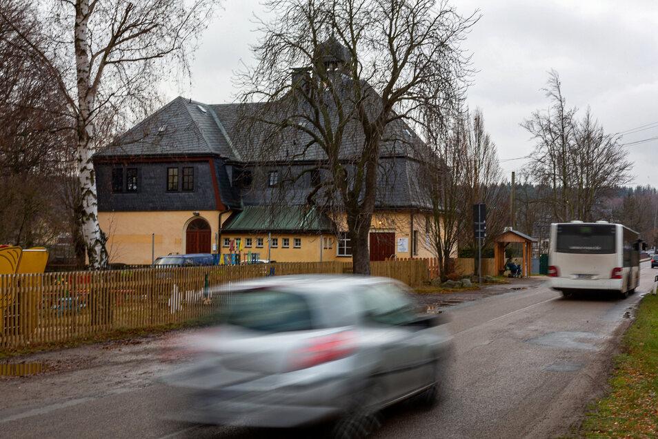 Auch hier in Paulsdorf kommt Tempo 30 am Kindergarten, aber nur in der Sommersaison.