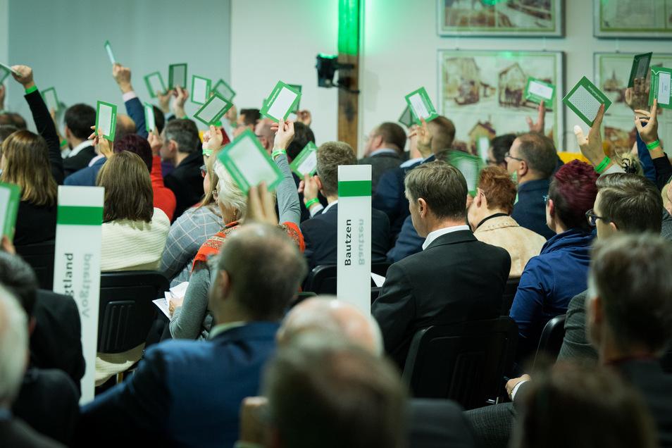 Delegierte stimmen auf dem Sonderparteitag der sächsischen CDU in Radebeul unter anderem über die künftige Koalition ab.