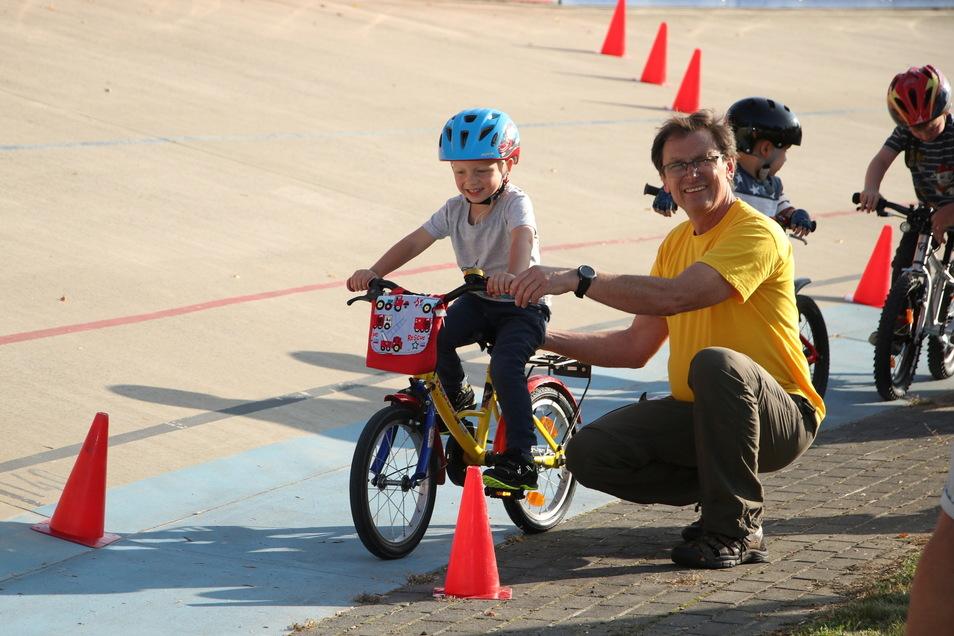 Zum ersten Mal am Start: Das Kinderrennen auf Heidenaus Radbahn bietet dazu am 10. Juli die Gelegenheit.