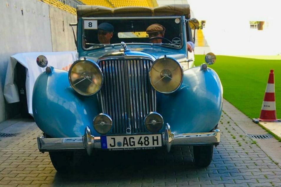 Die größten Augen, äh Scheinwerfer, bei der Stadiontour hat dieser Jaguar Mark IV aus dem Jahr 1948.