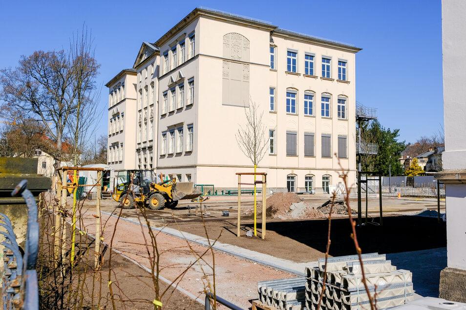 Die Schulhöfe und Sportplätze von Pestalozzihaus und Schillergrundschule werden saniert.