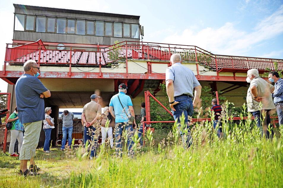 Zwischenstation Stadiontribüne: Die Konstruktion war schon zu DDR-Zeiten ganz besonders. Heute ist sie allerdings gesperrt - und eine Sanierung finanziell nicht zu stemmen.